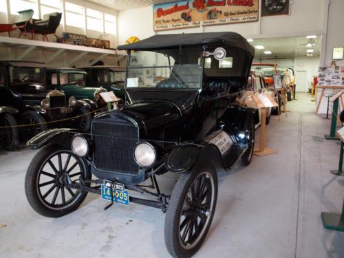 Car-ModelT-CrankStart-Front&PartialDriversSide-7228852-GOOD