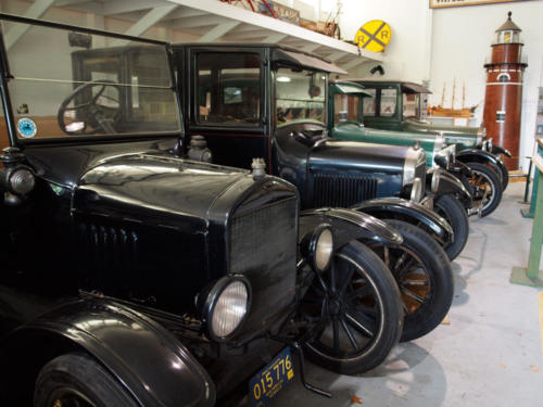 Cars-4Antiques-LookingAcrossFrontEnds-7228867-GREAT